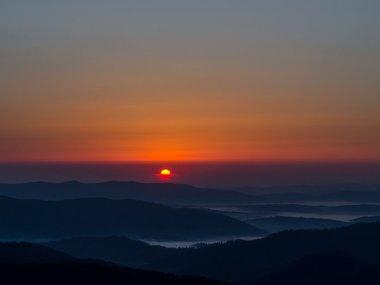 Wschód Słońca z Połoniny Wetlińskiej, fot. Piotr Tabisz