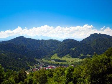Widok na Szczawnicę, przełom Dunajca w Pieninach oraz Tatry
