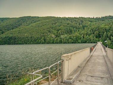 Jezioro Wielka Łąka i korona Zapory im. Ignacego Mościckiego, fot. Radosław Szczepanek