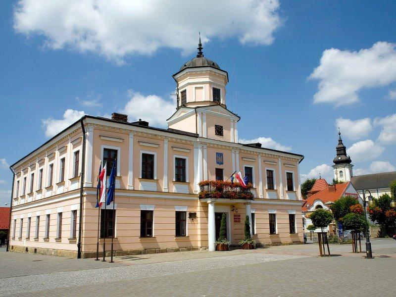 Ratusz na tuchowskim rynku, fot. By Paweł Klasa - CC BY-SA 3.0 pl