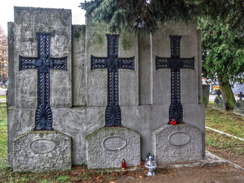 Groby oficerów na Cmentarzu Wojennym nr 215, fot. Tadeusz Rola