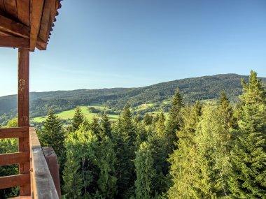 Widok na masyw Lubonia Małego i Lubonia Wielkiego z wieży widokowej na Królewskiej Górze, fot. Radosław Szczepanek