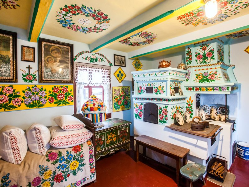 Wnętrze zagrody Alicji Curyłowej, fot. fotohuta / Shutterstock.com