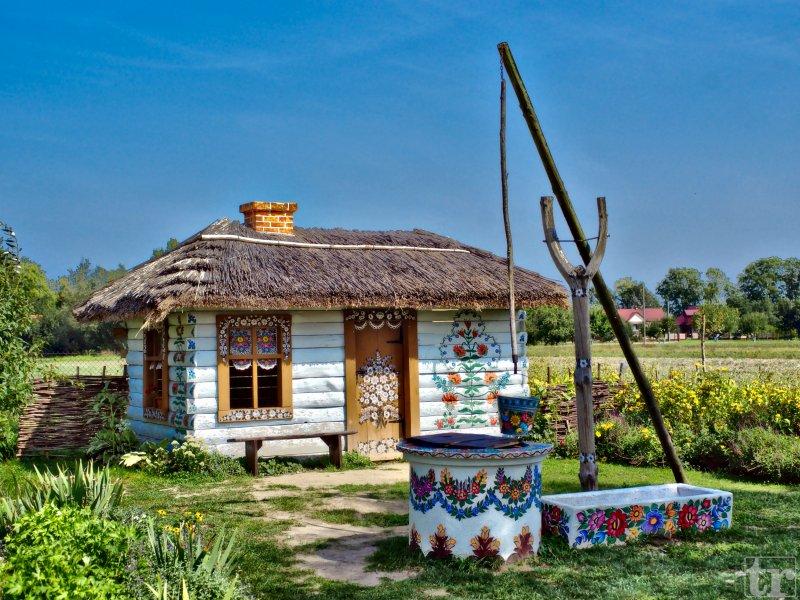 Przed Domem Malarek, fot. Tadeusz Rola