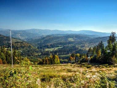 Widok ze Stożka Wielkiego na Dolinę Łabajowa oraz Pasmo Wiślańske Beskidu Śląskiego, fot. Radosław Szczepanek