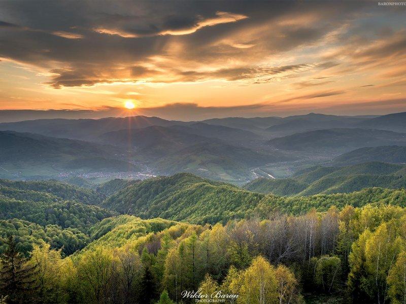 Widok z Koziarza na Beskid Sądecki, dolinę Dunajca i Gorce, fot.  Wiktor Baron Fotografia