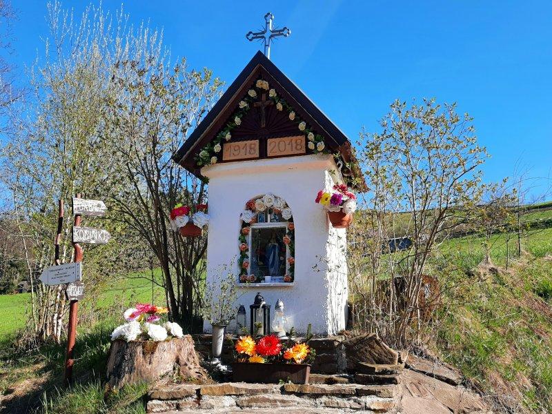 Kapliczka przy zielonym szlaku ufundowana przez matkę Władysława Orkana, fot. Agnieszka Cygan