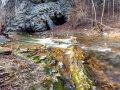 Potok Czarna przy grocie w Rosolinie